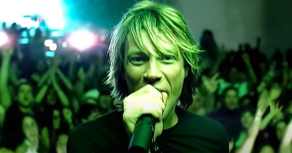 Bon Jovi no clipe de 'It's my life', música definida como 'linda' por Edu na novela 'Laços de família' — Foto: Divulgação
