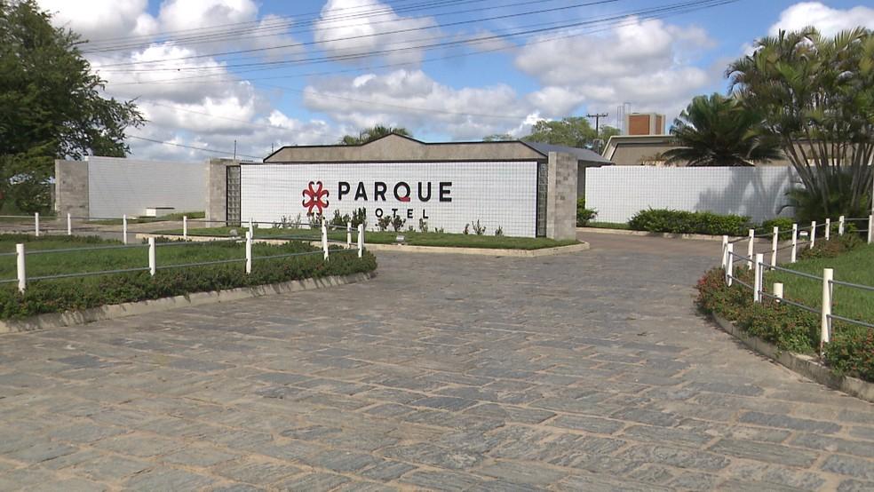 Crime aconteceu dentro de suíte em motel entre as cidades de Campina Grande e Queimadas, na PB — Foto: Reprodução/TV Paraíba
