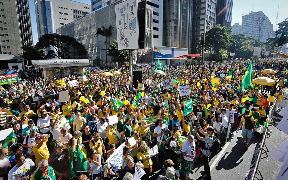 Manifestantes participam de ato em favor do governo do presidente Jair Bolsonaro, na AvenidaPaulista — Foto: Adriana Spacca/FramePhoto/Estadão Conteúdo