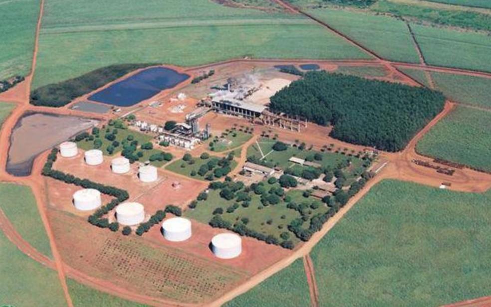 Vista aérea da destilaria onde ocorreu a explosão (Foto: Facebook/Reprodução)