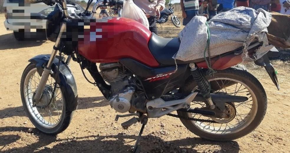 Piloto de moto vermelha morreu no local — Foto: Divulgação/ PRF