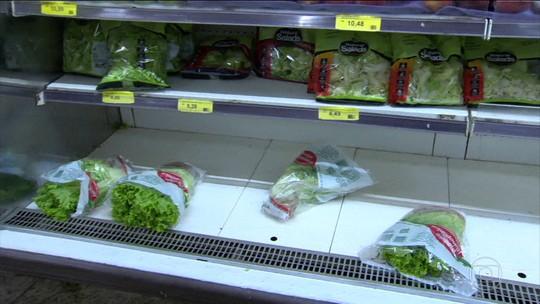 Supermercados voltam a receber alimentos, mas em pouca quantidade