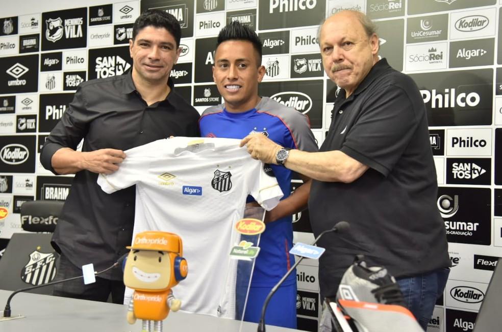Cueva foi apresentado no Santos em fevereiro; fez só 17 jogos no ano — Foto: Ivan Storti/Santos FC