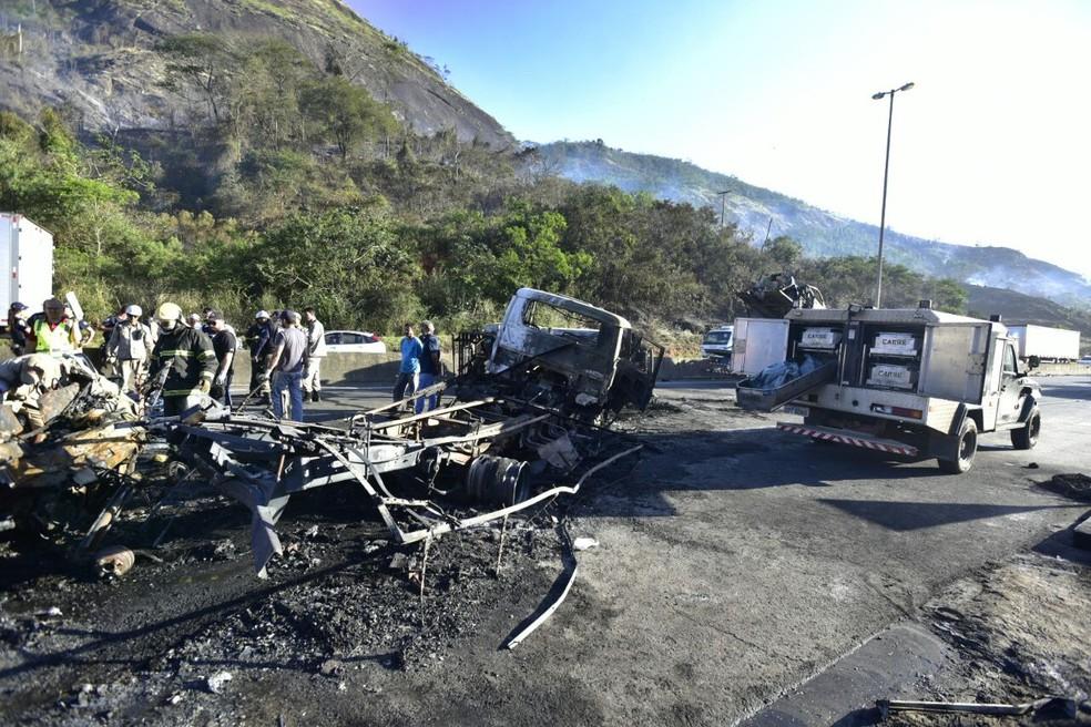 Acidente na BR-101, em Viana (Foto: Marcelo Prest/A Gazeta)