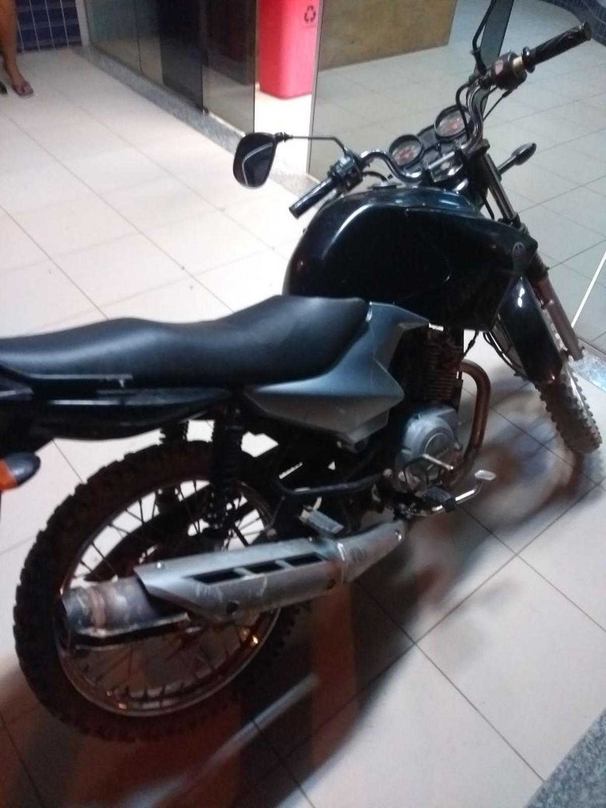 Adolescente suspeito de assaltos em Boa Vista é detido pilotando moto roubada