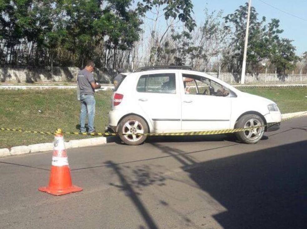 -  Vítima estava desacordada dentro de carro em bairro de Várzea Grande  MT   Foto: Polícia Militar/Divulgação