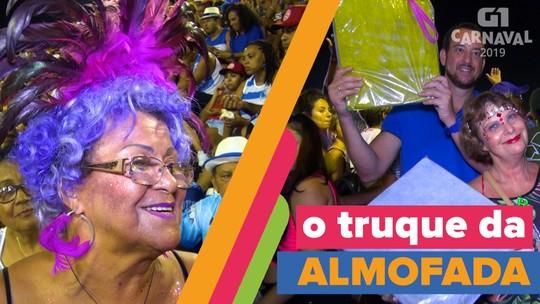 Almofadas se tornam item de primeira necessidade na longa maratona do samba