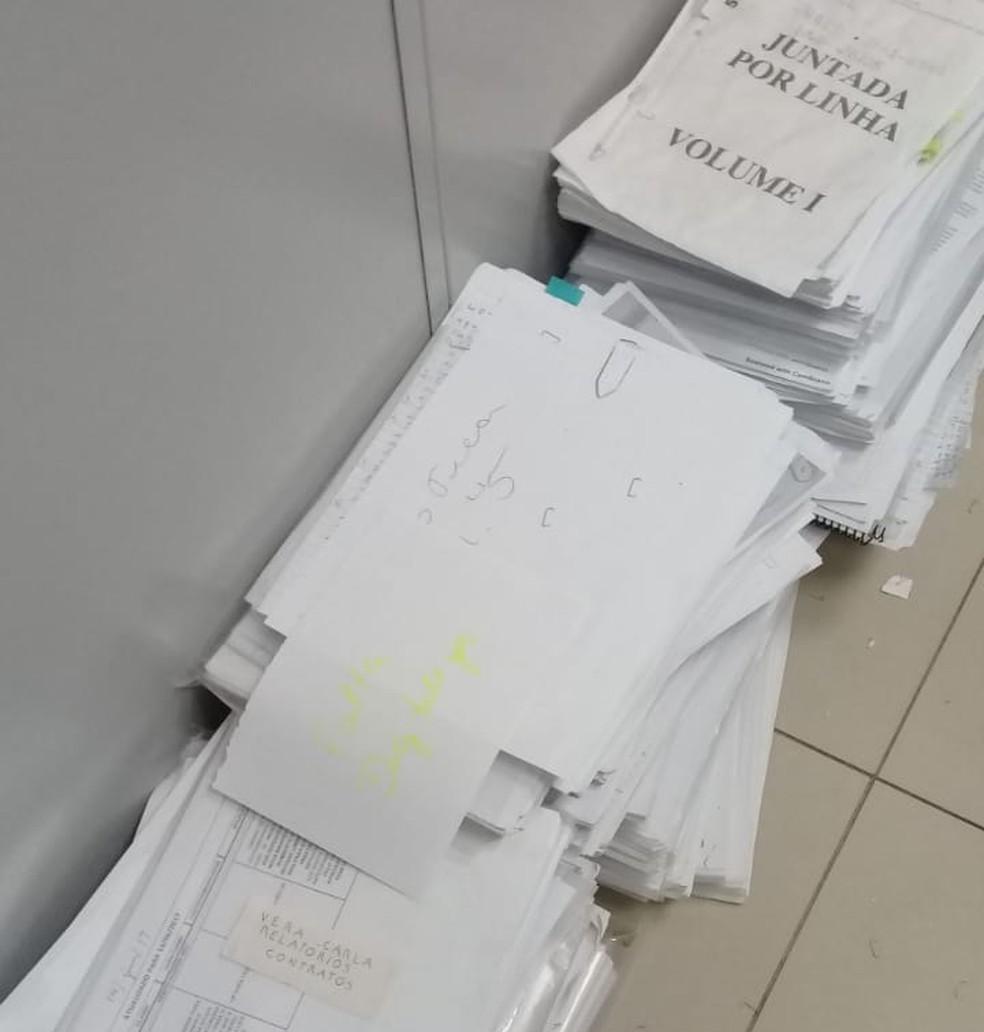 Documentos atribuídos ao senador cassado Luiz Estevão foram apreendidos (Foto: Polícia Civil do DF/Divulgação)