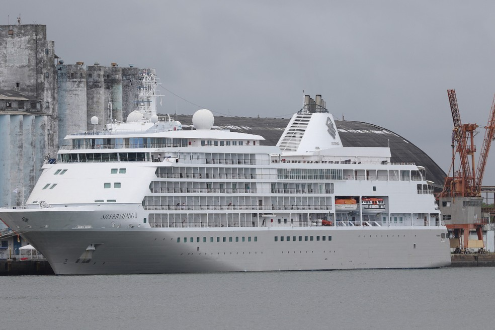 O navio segue retido no Porto do Recife, com a tripulação a bordo — Foto: Marlon Costa/Pernambuco Press