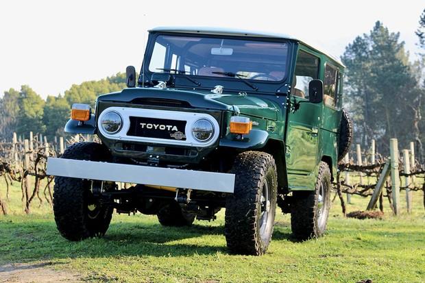 Horas de trabalho e centenas de especialistas: assim foi a restauração do  Toyota Land Cruiser FJ40  (Foto: Divulgação)