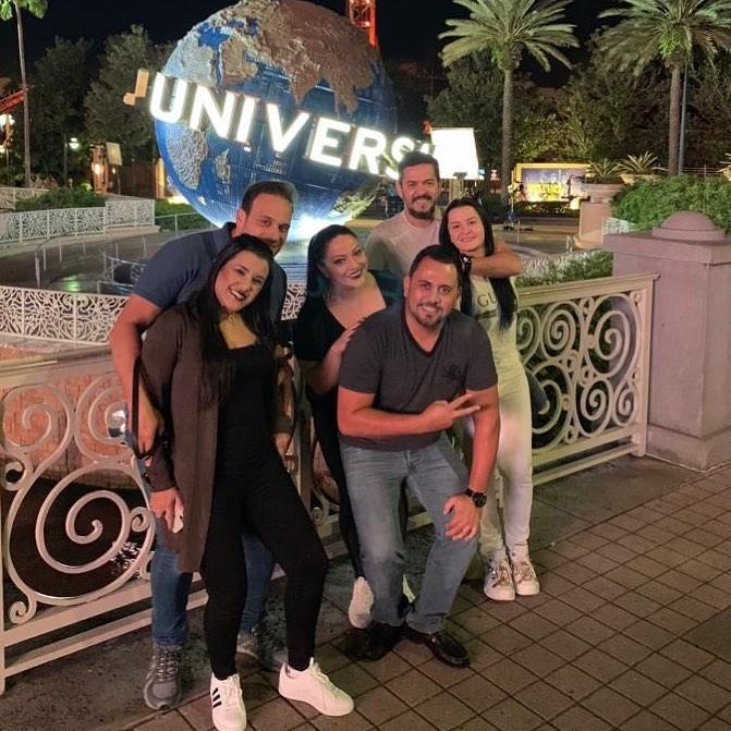 Maraisa aparece ao lado de ex-noivo e de amigos em Orlando, nos EUA (Foto: Reprodução / Instagram)