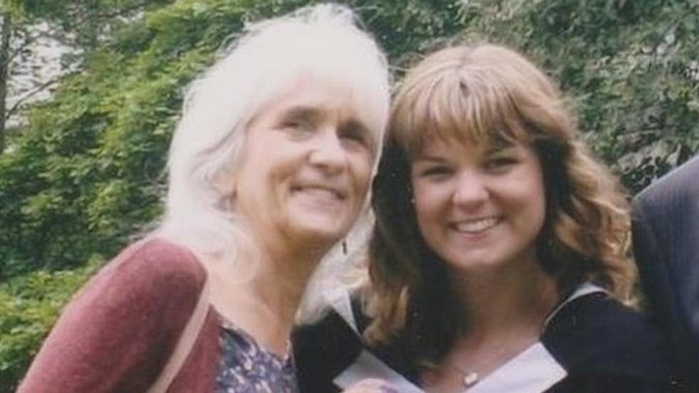 Jo Cameron (esquerda) só descobriu que era diferente aos 65 anos, depois de uma cirurgia — Foto: Jo Cameron