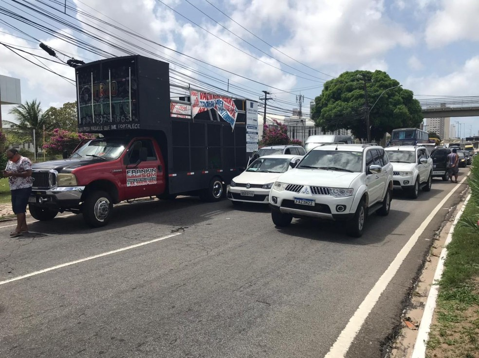 Profissionais do turismo fazem protesto por flexibilização de medidas de isolamento contra a Covid-19. — Foto: Carlos Dhaniel/Inter TV Cabugi