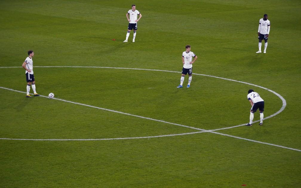 Jogadores da Alemanha ficam sem reação após o segundo gol da Macedônia — Foto: Thilo Schmuelgen - Pool/Getty Images
