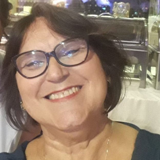 Suzane de Castro, de 60 anos, tratou um câncer no pulmão com imunoterapia (Foto: via BBC News Brasil)