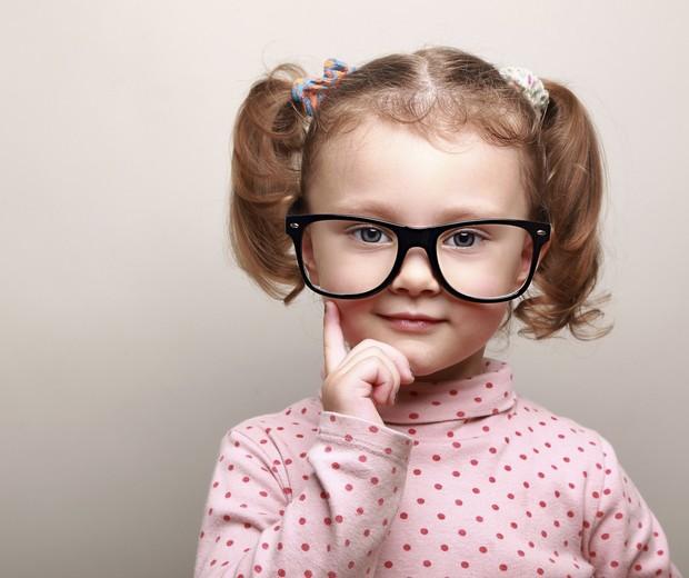criança; óculos; perguntas; Ilan (Foto: Thinkstock)