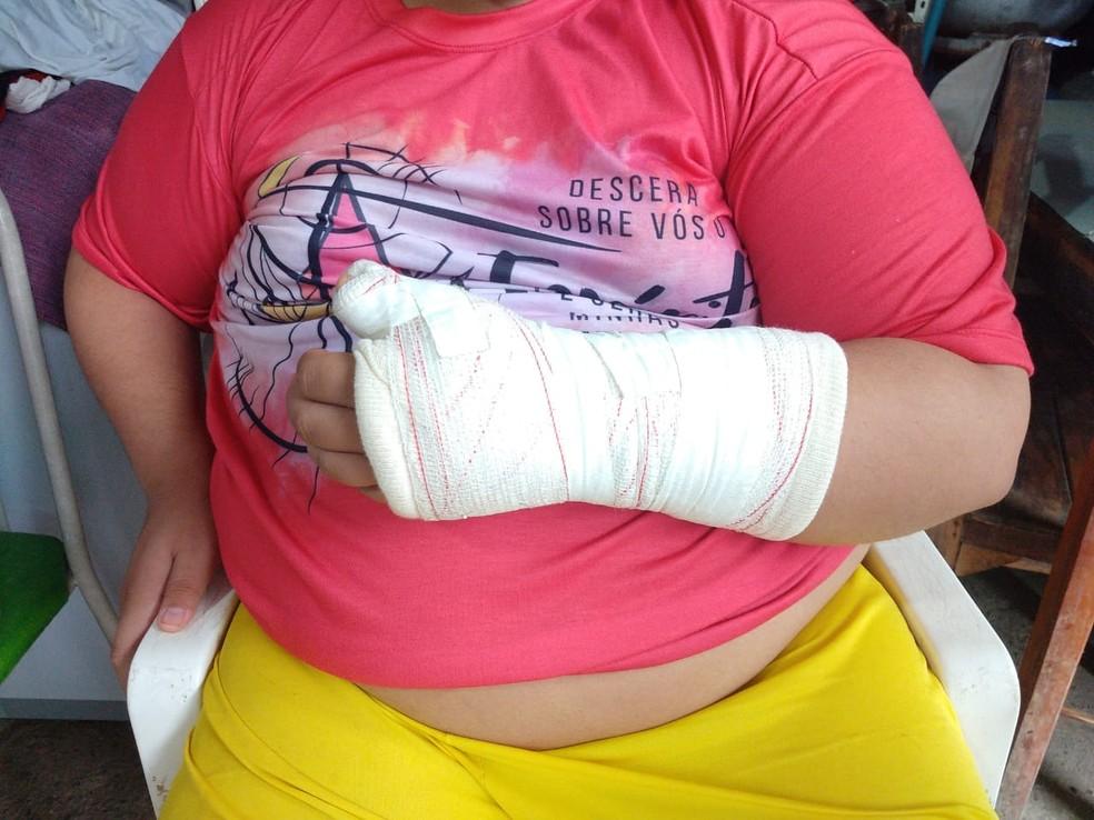Os participantes denunciam que PMs agrediram todos que estavam na residência no Bairro Aerolândia, em Fortaleza, incluindo o rapaz crismado — Foto: Halisson Ferreira/SVM