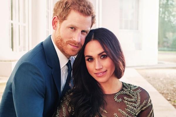 Príncipe Harry e Meghan Markle em fotos oficiais do anúncio de noivado feitas na Frogmore House (Foto: Instagram / @kensingtonroyal)