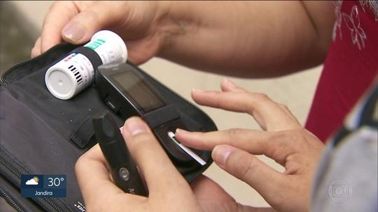 Pacientes reclamam de falta de insulina rápida desde o ano passado em farmácia de alto custo de SP