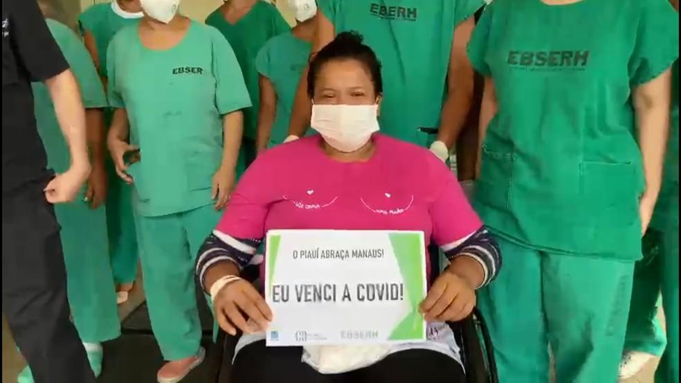 Pacientes de Manaus em Teresina recebem alta e se emocionam ao deixar hospital — Foto: Hospital Universitário