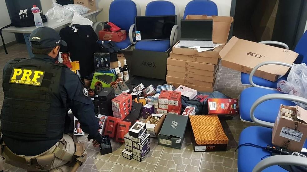 PRF encontrou cerca de 400 produtos desviados do Sedex — Foto: Divulgação/PRF