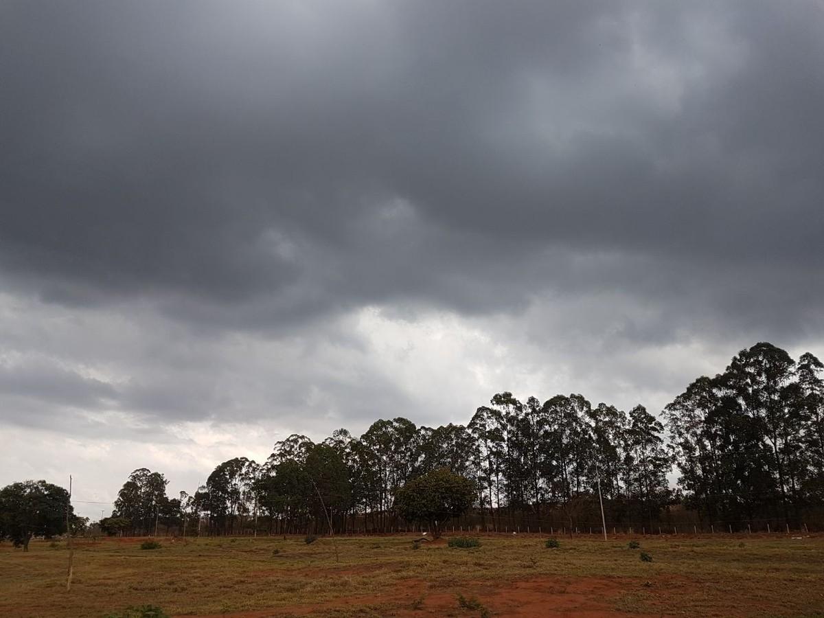 Chuva desaparece e reservatórios de água voltam a cair no DF; 'normal', diz Inmet