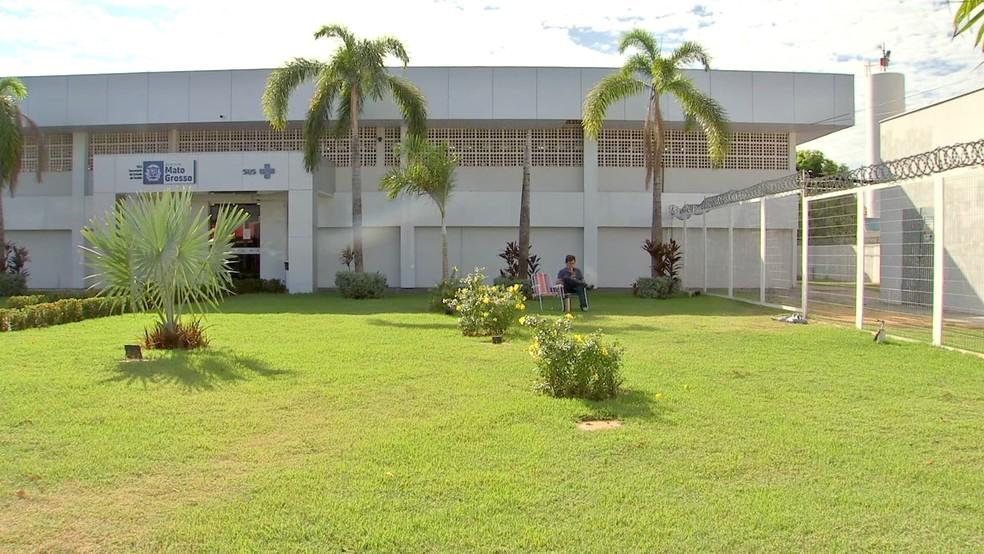 Mulher está internada na UTI do Hospital Metropolitano, em Várzea Grande — Foto: TVCA/Reprodução