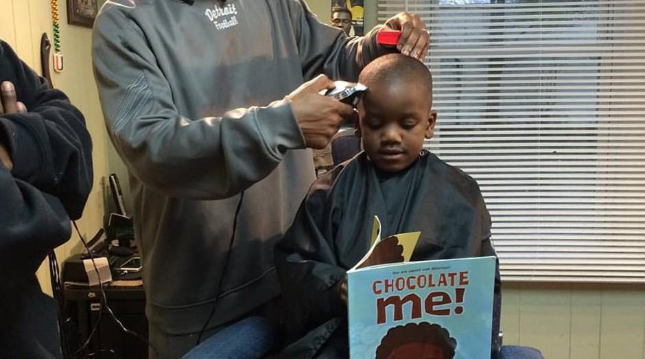 As crianças podem ler um livro para ganhar desconto (Foto: Reprodução/Facebook/The Fuller Cut)