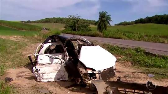 Acidente entre dois carros no Litoral Sul de Pernambuco deixa ao menos três mortos e três feridos