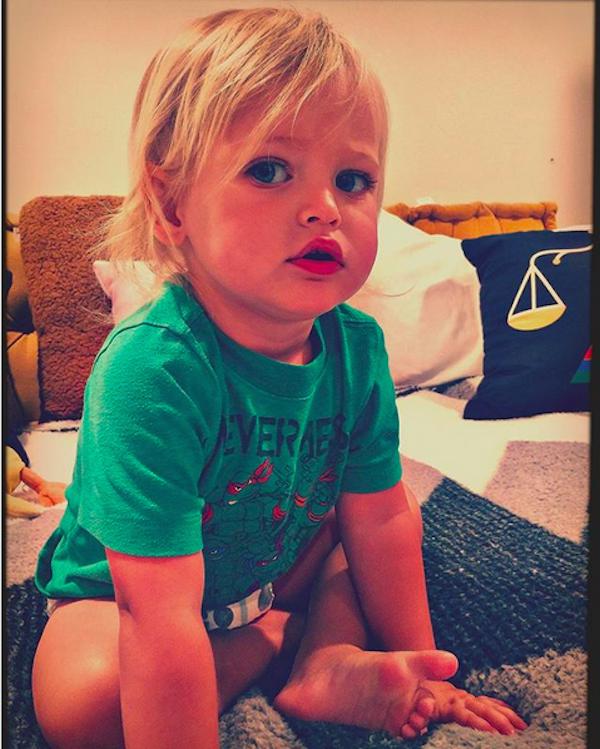 O filho caçula da atriz Megan Fox com o ator Brian Austin Green (Foto: Instagram)