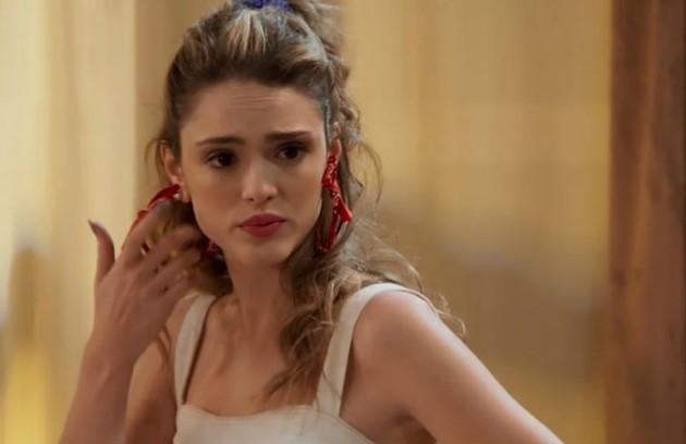 Na quinta-feira (4), Manu (Isabelle Drummond) ficará chocada ao encontrar Moana (Giovana Cordeiro) no apartamento de João (Rafael Vitti) (Foto: TV Globo)