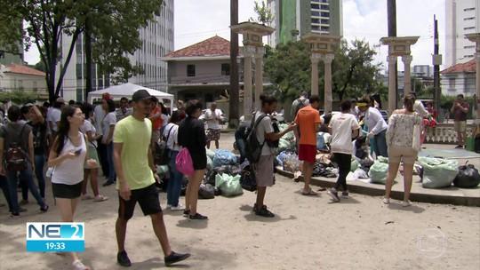 Voluntários recolhem lixo em praças, praias, ruas e mangue no Dia Mundial da Limpeza