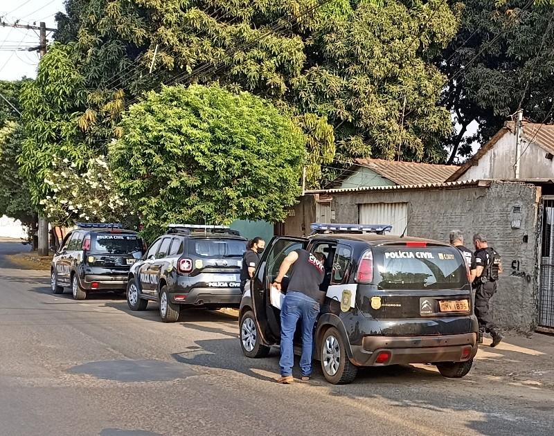 Investigação de roubo à mão armada em fazenda em Frutal leva polícia a cumprir três mandados de busca e apreensão em Uberaba