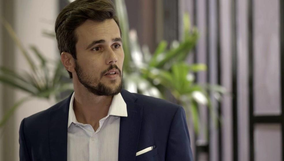 Rafael (Bruno Ferrari) fica surpreso quando Alexia/Josimara (Deborah Secco) fala de Kyra (Vitória Strada) - 'Salve-se Quem Puder' — Foto: Globo