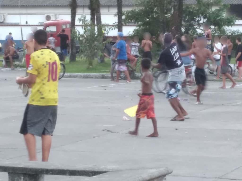 Guarujá encerra evento irregular de pipas com cerca de 200  pessoas em meio à pandemia