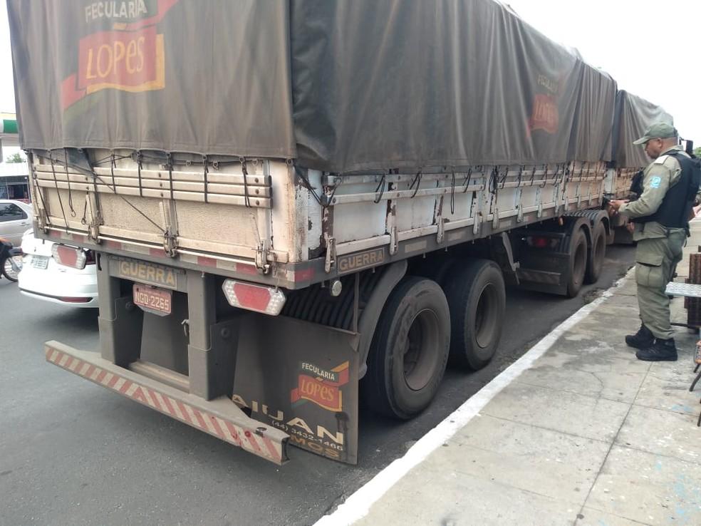 Motorista disse à PM que não percebeu o atropelamento e foi parado quilômetros depois na Zona Norte de Teresina — Foto: José Marcelo/G1