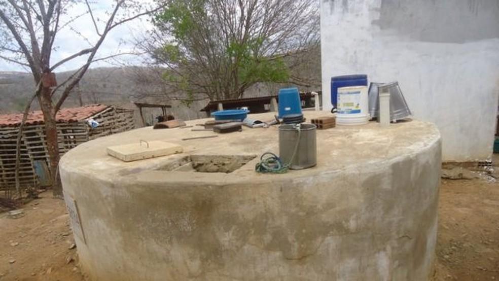 Cisterna comunitária em Alcantil (PB); plano para levar água encanada à cidade está no papel há 15 anos — Foto: Sala da Seca/Alcantil