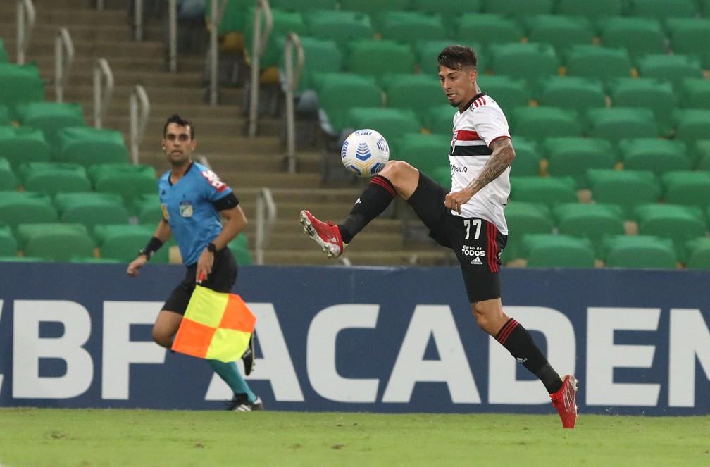 Rigoni pode retornar ao time titular diante do Fortaleza — Foto: Rubens Chiri / saopaulofc.net