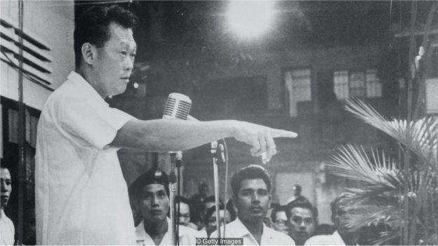 Primeiro-ministro de Cingapura Lee Kuan Yew, que governou de 1959 a 1990, foi o criador da campanha de limpeza (Foto: Getty Images via BBC News Brasil)