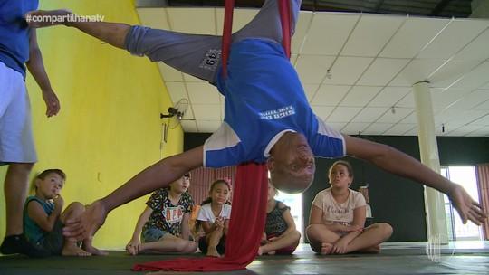Seu Léo aos 66 anos faz aula de circo: 'Mais difícil de tudo que já pratiquei'