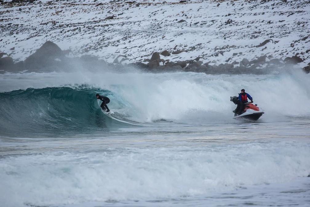 Grandes nomes do surfe mundial já procuraram a praia em Unstad (Foto: James Austrums)