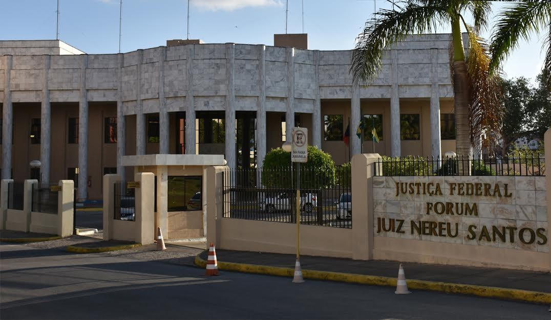 Justiça suspende transferência de verbas federais para o município de Queimadas, na PB