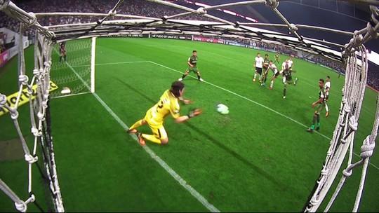 """Cássio fecha o gol, faz duas defesaças e vira o """"vilão"""" da 27ª rodada"""