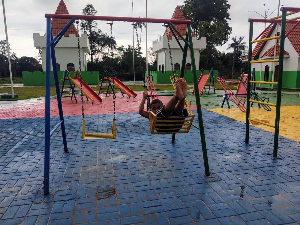 Programa constrói parque de diversões para crianças de comunidade em Anori, no interior do AM