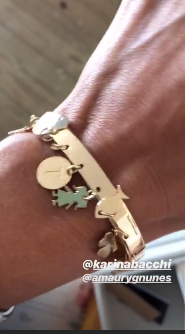 Ticiane Pinheiro ganha pulseira por ser madrinha (Foto: Reprodução/Instagram)