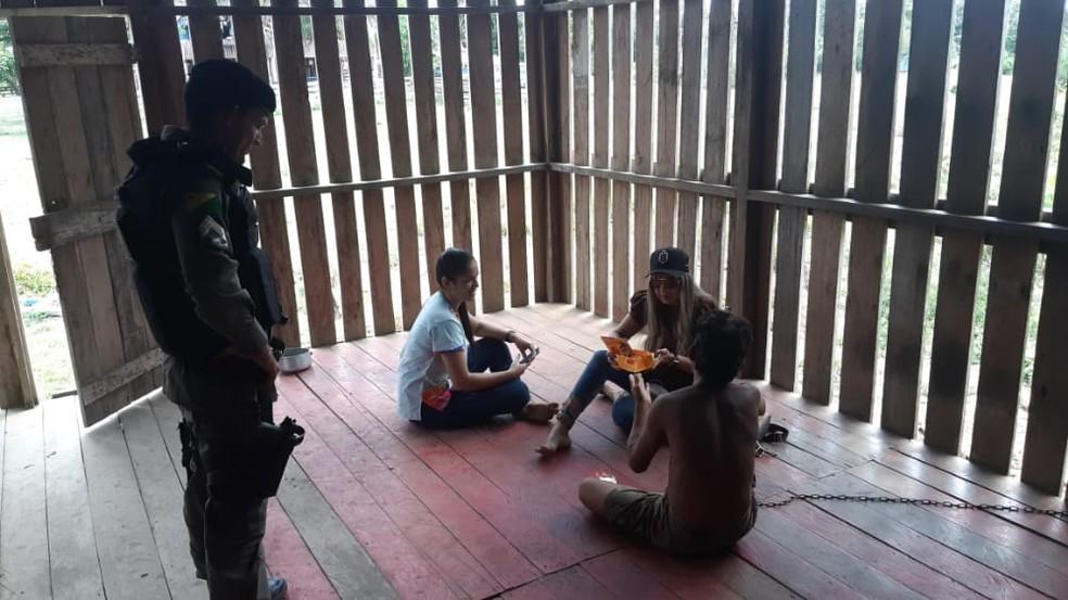 Jovem de 26 anos com transtornos mentais era mantido acorrentado pela mãe na zona rural de Brasileia — Foto: Arquivo/CAPS