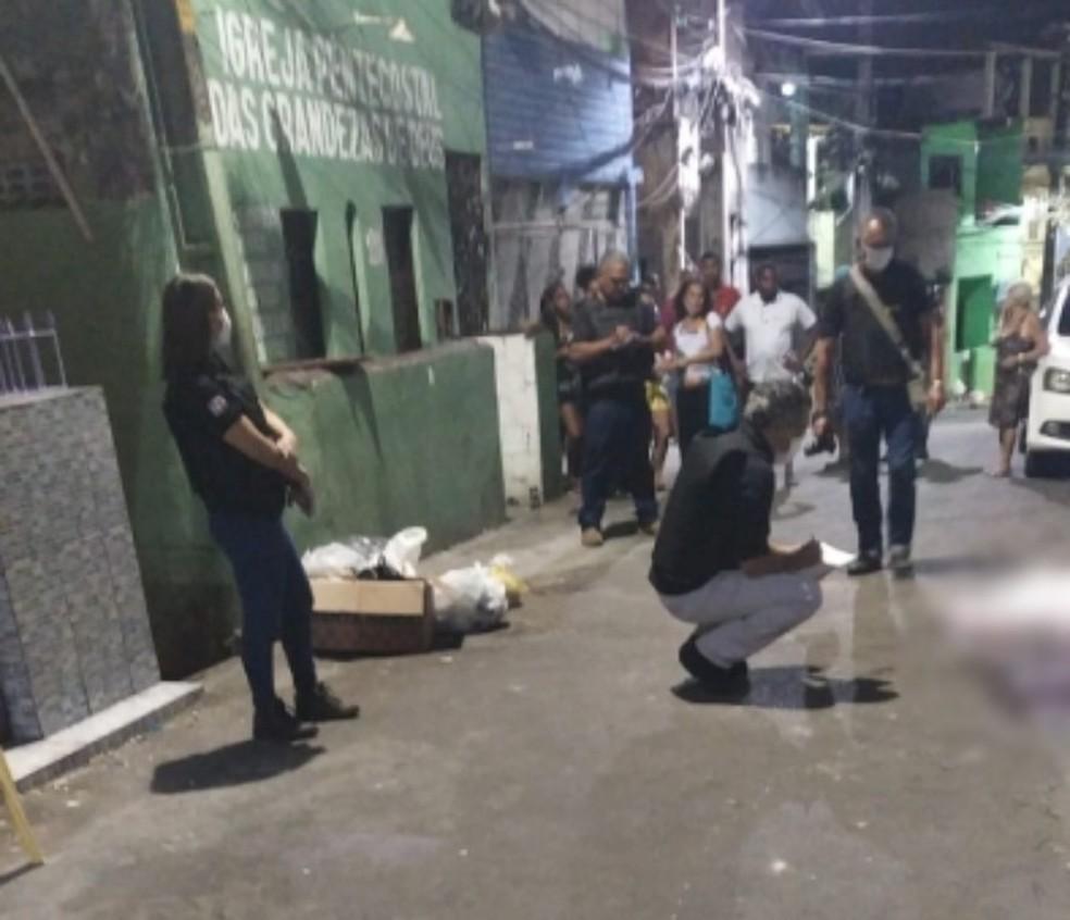 Ataque armado deixa ao menos nove baleados no bairro de Capelinha de São Caetano em Salvador  — Foto: Lisboa Junior/TV Bahia