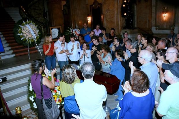 Amigos e familiares se despedem de Tônia Carrero (Foto: AgNews)