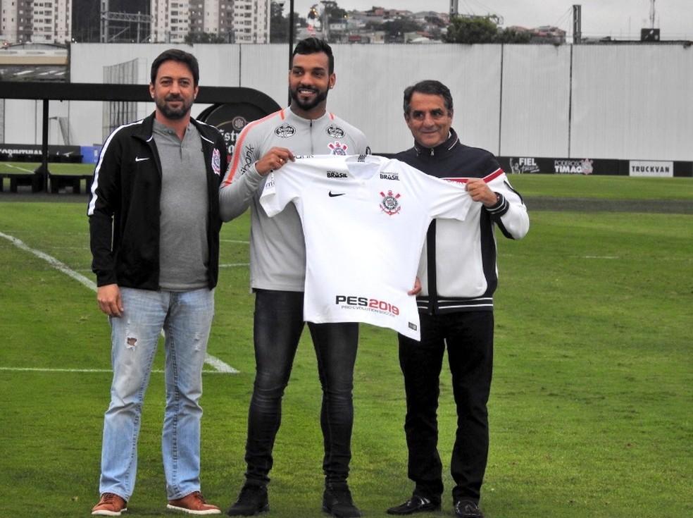 Michel Macedo já foi até apresentado como reforço do Corinthians para 2019 — Foto: Corinthians divulgação