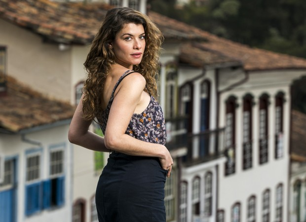 Isabel, antagonista de Espelho da Vida, é vivida por Alinne Moraes (Foto: Divulgação/TV Globo)